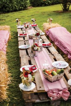 To help you decide the themes and what typical decorations you are going to execute, we present these masterly retirement party ideas. Military Retirement Parties, Teacher Retirement Parties, Retirement Party Decorations, Table Decorations, Soirée Bbq, Barbecue Garden, Deco Champetre, Festa Party, Bbq Party