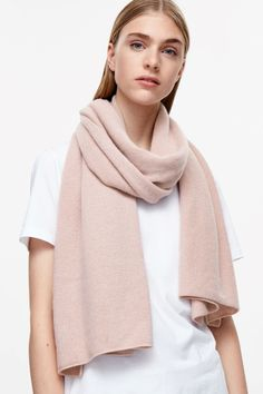 COS image 20 of Cashmere scarf in Powder Pink