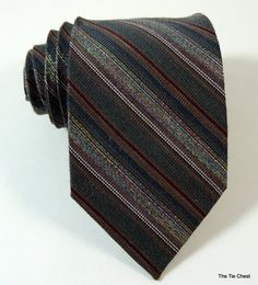 The warm look of this necktie makes it perfect for winter. Mens Fashion 2018, Men's Fashion, Main Colors, Stripes, Tie, Stitch, Business Wear, Winter Trends, Vintage