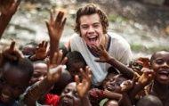 Veja novas fotos dos meninos do One Direction em Gana! - Famosos - CAPRICHO