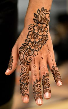 """While the mehndi is being applied, other members of the family play the traditional dhol and dance to its beats. Every female member of family gets mehndi done on her hands and feet. The entire mood of a mehndi ceremony is extremely festive. Mehndi Designs For Girls, Mehndi Designs 2018, Mehndi Designs For Beginners, Mehndi Designs For Fingers, Simple Mehndi Designs, Pretty Henna Designs, Mehndi Simple, Mehndi Images Simple, Mehndi Designs Bridal Hands"