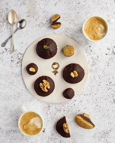 Biskvier till 8 mars — Kakboken.se 8 Mars, Aquafaba, Vegan Sweets, Pudding, Cookies, Desserts, Food, Crack Crackers, Tailgate Desserts