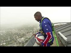 Harlem Globetrotter hits an astounding 583-foot shot into gusty wind from San Antonio tower | For The Win