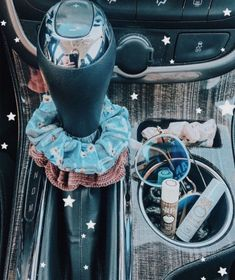 Cute Cars Accessories Discover How to be a VSCO girl checklist: scrunchies Birkenstocks & crop tops - Business Insider Some people love her some people hate her. From scrunchies to crop tops heres the ultimate starter kit on how to be a VSCO girl. Auto Jeep, Bmw I8, My Dream Car, Dream Cars, Jeep Carros, Rs6 Audi, Design Autos, Ford Gt, Truck Accessories