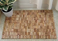 Hot-glue your wine cork collection onto nonslip shelf liner to make a custom bath mat. Cork Crafts, Fun Crafts, Decoracion Low Cost, Wine Cork Projects, Creation Deco, Cool Ideas, Creative Ideas, Home Projects, Diy Home Decor