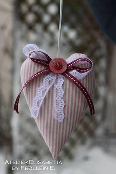 Hanging door heart
