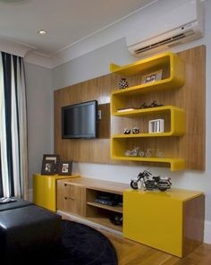 GOSTEI DEMAIS, olha o amarelo aí de novo! – Sala de TV – Projeto de Suzy Melo is creative inspiration for us. Get more photo about home decor related with by looking at photos gallery at the bottom of this page. Tv Unit Furniture, Furniture Design, Tv Wall Decor, Room Decor, Tv Wall Design, House Design, Living Room Tv Unit, Yellow Interior, Retro Home Decor