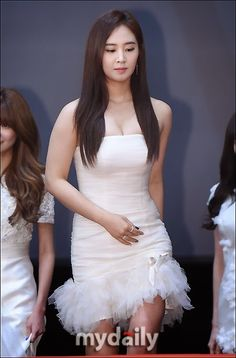 Girls' Generation at the red carpet of the 2014 KBS Music Festival Kwon Yuri, Seohyun, Beautiful Asian Women, Girls Generation, Japanese Girl, Korean Girl Groups, Kpop Girls, Asian Woman, Asian Beauty