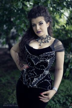Model: La Esmeralda Photo: Annie Bertram Choker & corset jewelries: S-MOON-S Gothic Fashion & Jewellery