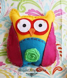 owl no sew.this project states it's no sew but it does require a needle and embroidery thread regardless, this owl is so darn cute and looks easy to make. Softies, Plushies, Craft Projects, Sewing Projects, Craft Ideas, Teen Projects, Sewing Ideas, Fabric Rosette, Headband Tutorial