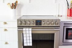 5 Important Things to Know About Baking in a Convection Oven - Cleaning Hacks Four A Convection, Convection Oven Cooking, Convection Oven Conversion, Clean Oven Door, Clean Grill, Cleaning Oven Glass, Kitchen Cleaning, Green Cleaning, Oven Cleaner