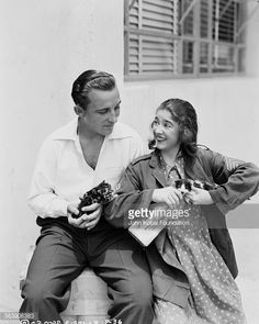 0 Bing Crosby and Edith Fellows holding kittens