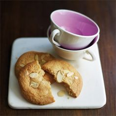 Mmh, kaum kommen diese Kekse aus dem Ofen, sind sie auch schon aufgegessen. Ein Muss …
