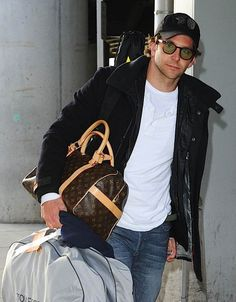 Love Louis Vuitton Luggage Celebritys - We cover the world over 220 countries, 26 languages and 120 currencies Hotel and Flight deals.guarantee the best price multicityworldtra. Louis Vuitton Luggage, Louis Vuitton Alma, Lv Luggage, Only Fashion, Fashion Looks, Mens Fashion, Best Street Style, Baby Models, Celebs