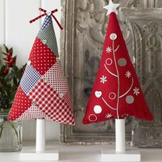 patchwork christmas trees - make as hanging tree decorations Weihnachten… Christmas Tree Crafts, Felt Christmas Ornaments, Christmas Makes, Christmas Projects, Handmade Christmas, Holiday Crafts, Christmas Holidays, Christmas Patchwork, Christmas Sewing