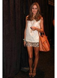 Olivia Palermo    Look de star Glamour    Olivia Palermo associe le short léopard à ses chaussures.