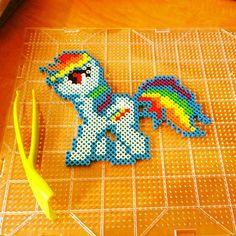 MLP Rainbow Dash perler beads by gameraudette