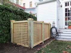 Fence outdoor garbage cans privacy fencing designs ideas to trash can enclosure ideastodo ideas Garbage Can Privacy Fence to hide garbage cans. Trash Can Storage Outdoor, Outdoor Trash Cans, Hide Trash Cans, Trash Bins, Lattice Screen, Lattice Fence, Backyard Fences, Backyard Landscaping, Backyard Ideas