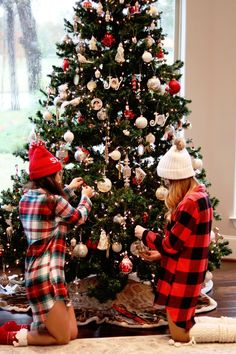 One of the best ways to get in the holiday spirit, is with festive plaid Christmas pajamas and I've rounded up several options! Cute Christmas Pajamas, Christmas Pajama Party, Christmas Mood, Plaid Christmas, Christmas Gifts, Christmas Decorations, Christmas Outfits, Christmas Tumblr, Christmas Wreaths