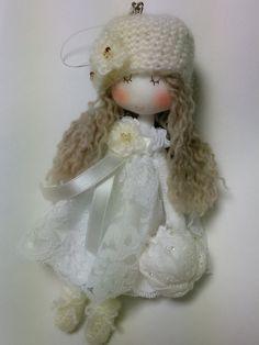 Fashionable mini Doll (White)