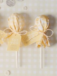 Cute favor idea: Fabric-covered lollies!
