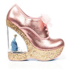 Bibidi Bobidi Bu, vários sapatos lindos pra chuchu A marca londrina Irregular Choice é famosa por seus sapatos extravagantes, eles não se preocupam se estão exagerados demais ou se estão muito fantasiosos. E é por isso que nós AMAMOS todas as coleções da marca (já mostramos de Alice no País das Maravilhas e Star Wars…