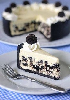 """This ice box Oreo cheesecake from The Galley Gourmet is an awesome no-bake dessert.The recipe uses a pudding mixture that is combined with cream cheese to give it that """"cheesecake"""" flavor. Crushed Oreos make up the crust as well as being Just Desserts, Delicious Desserts, Dessert Recipes, Yummy Food, Drink Recipes, Oreo Desserts, Cooking Recipes, Think Food, Love Food"""