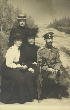 Grand Duke Constantine Constantinovich, Grand Duchess Elisabeth Mavrikievna, Princess Tatiana Constantinovna and Queen Olga of the Hellenes