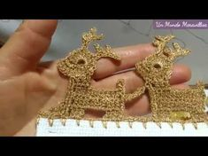 *** [Puntilla] Renos de Navidad | Bordados con Isa - YouTube Crochet Boarders, Crochet Edging Patterns, Crochet Motif, Crochet Doilies, Crochet Stitches, Crochet Shawl, Crochet Bows, Crochet Gifts, Crochet Yarn