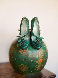 Vintage Green Shoes - emerald Recycled By: http://mcnerd.me/design