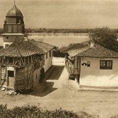 Album fascinant captat in Romania acum 82 de ani - CYD. Danube Delta, Time Travel, Old Photos, Gazebo, Medieval, Past, Outdoor Structures, House Design, Cabin