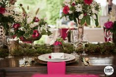 Beautiful tablescape at the Snohomish Wedding Tour 2015 - www.grandeventrentalswa.com to view rentals & decor seen here