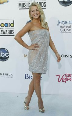 Julianne Hough in Kaufman Franco — 2012 Billboard Music Awards Little Dresses, Sexy Dresses, Julianne Hough Short Hair, Julianna Hough, Jennifer Aniston Style, Sexy Legs And Heels, Great Legs, Nice Legs, Beautiful Legs