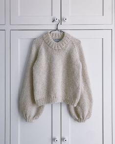 Ravelry: Holiday Sweater pattern by PetiteKnit Sweater Knitting Patterns, Knit Patterns, Knitting Sweaters, Sewing Patterns, Drops Alpaca, Ravelry, Chunky Knitwear, Vogue Knitting, Knit In The Round