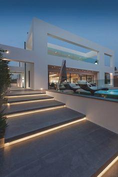 Gosto da luz nos degraus - livingpursuit: Residence in Glyfada by Dolihos Architects