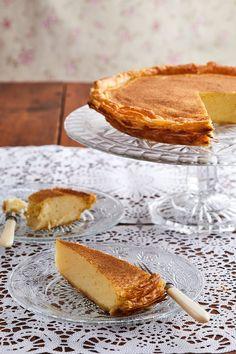 Melktert kom 'n lang pad Custard Recipes, Milk Recipes, Dessert Recipes, Cooking Recipes, Desserts, Melktert, Tarts, Camembert Cheese, Heaven