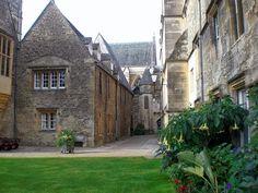 Alt, ehrwürdig und majestätisch: In Merton, dem ältesten College in Oxford http://www.anderswohin.de/2012/09/alt-ehrwurdig-und-majestatisch-in.html