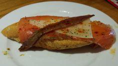 La cocina de Mou: Tosta de Salmón Ahumado, Queso y Anchoa
