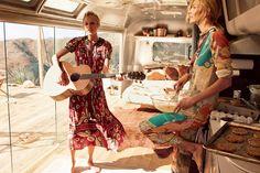Vogue de março Tay e Karlie ❤️❤️  http://instagram.com/karliekloss/ http://instagram.com/taylorswift http://instagram.com/voguemagazine/