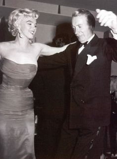 feeling the rhythm with Marilyn Monroe and Clifton Webb – everybody loves to cha cha cha Classic Hollywood, Old Hollywood, Hollywood Icons, Hollywood Celebrities, Hollywood Glamour, Hollywood Actresses, Clifton Webb, Black Tie Party, Nostalgia