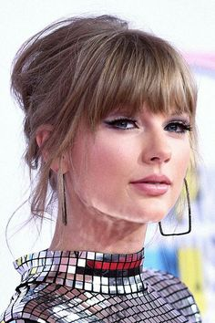 Mean brainless girls Taylor Swift Updo, Long Live Taylor Swift, Taylor Swift Songs, Taylor Swift Pictures, Taylor Alison Swift, Taylor Swift Makeup, Short Hair With Bangs, Short Hair With Layers, Hairstyles With Bangs