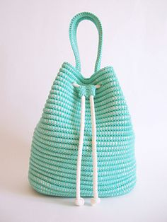 A drawstring bag is always very practical. You'll crochet with regular yarn wrapping a thick cord for great resistance, structure, and look. And this will also let you finish your work faster.