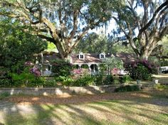 House in Foley, United States. Love history? Our 1874 riverfront home, is charming, cozy, with plenty of ambience. Private park steps away on Bon Secour River, 6 miles to Gulf Shores. The entire historic home is perfect for 3 couples to entertain and enjoy a Gulf Coast landmark...