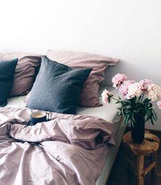 Inred sovrummet för bättre sömn – knepen | ELLE Decoration #BeddingIdeas #MinimalistBedroom