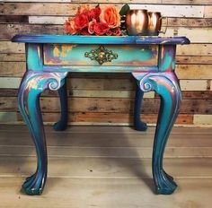 Quick and Easy Paint Color Blending on Furniture! Bella Renovare DIY Furniture Painting Tutorials - New ideas Funky Painted Furniture, Refurbished Furniture, Paint Furniture, Repurposed Furniture, Shabby Chic Furniture, Furniture Projects, Furniture Makeover, Cool Furniture, Distressed Furniture
