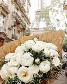 Paris always good idea Pretty Flowers, Wild Flowers, Bloom, Flower Aesthetic, White Aesthetic, My Flower, Tulips, Planting Flowers, Floral Arrangements