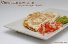 Auténticas quesadillas mexicanas, acompañadas con fresco guacamole y pico de gallo, ideal para cenas o picoteo entre amigos. Perfecto para niños.