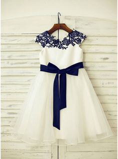 A-Line/Princess Knee-length Flower Girl Dress - Organza/Satin Sleeveless Scoop Neck With Sash/Appliques