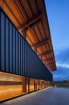 Harmonie Hall by Takenaka Corporation - - Harmonie Hall by Takenaka Corporation CLASSROOM school sports hall in Kobe, Japan, by architecture firm Takenaka Corporation Gymnasium Architecture, Timber Architecture, School Architecture, Contemporary Architecture, Architecture Details, School Hall, High School, Facade Lighting, Timber Structure