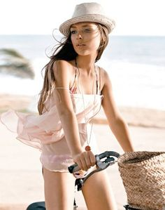 Girls On Bicycle Pink Beach, Pink Summer, Summer Colors, Summer Of Love, Summer Time, Summer Blues, Summer Wear, Summer Days, Cycling Girls